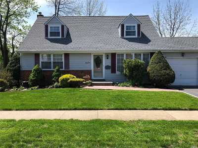 Westbury Single Family Home For Sale: 41 Longfellow Ave