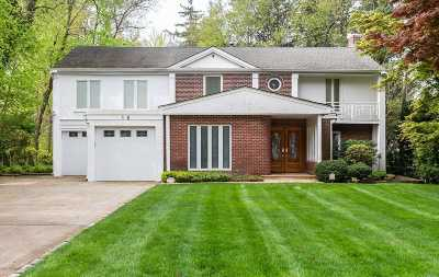 Great Neck Single Family Home For Sale: 16 Stonehenge Rd
