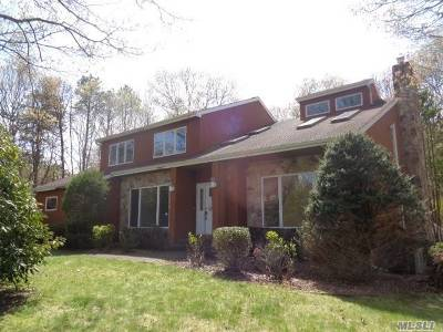 Manorville Single Family Home For Sale: 6 Nicole Ct