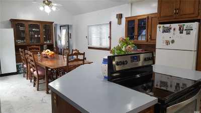 Huntington Single Family Home For Sale: 6 Howe St