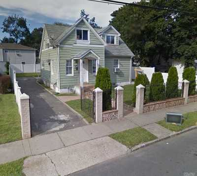Westbury Single Family Home For Sale: 821 Roman Ave