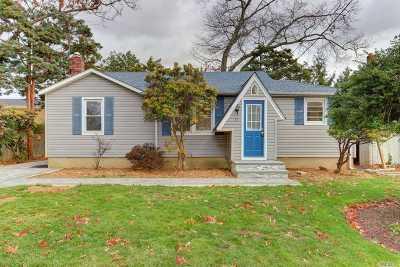 Massapequa Single Family Home For Sale: 33 N Clocks Blvd