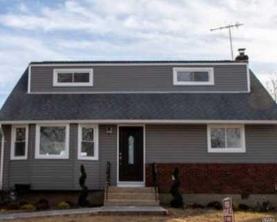 Farmingdale Single Family Home For Sale: 4 Evans Ave
