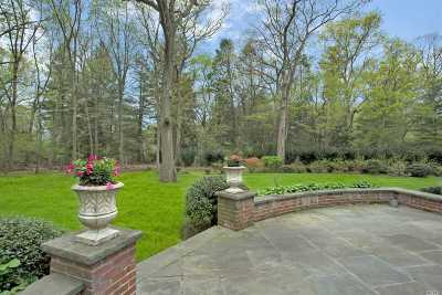Locust Valley Single Family Home For Sale: 820 Chicken Valley Rd