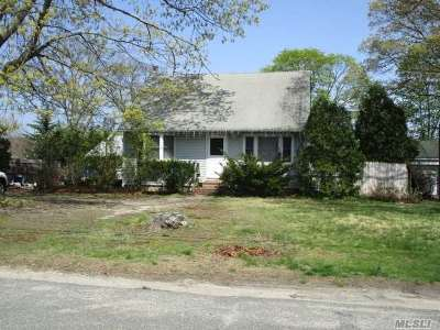 Bay Shore Single Family Home For Sale: 1137 Hyman Ave
