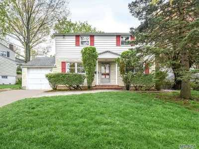 Port Washington Single Family Home For Sale: 24 Concord Rd