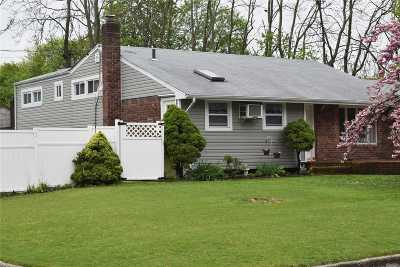Bay Shore Single Family Home For Sale: 26 Locust Dr