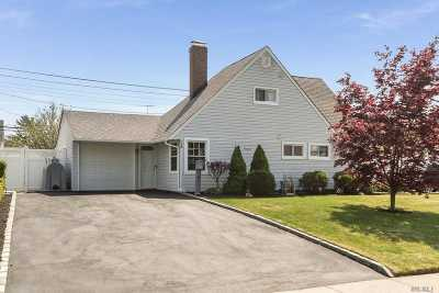 Hicksville Single Family Home For Sale: 158 Spindle Rd
