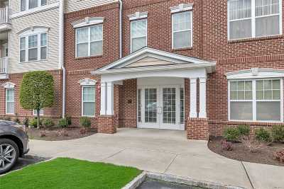 Central Islip Condo/Townhouse For Sale: 933 Kirkland Ct #Bld J