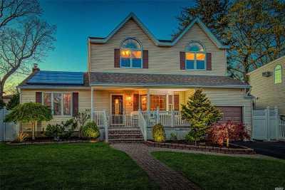 Massapequa Single Family Home For Sale: 185 Rhode Island Ave