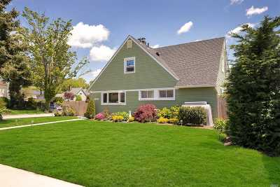 Levittown Single Family Home For Sale: 47 Trapper Ln