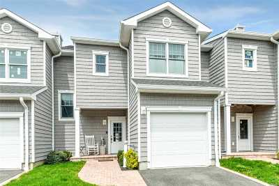Freeport Condo/Townhouse For Sale: 24 Ocean Watch Ct