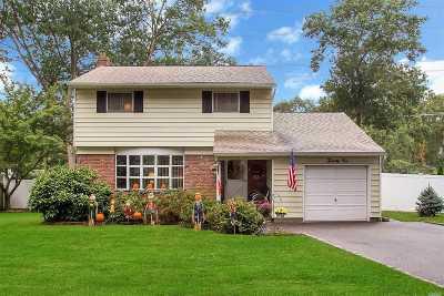 Hauppauge Single Family Home For Sale: 21 Wren Dr