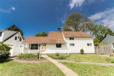 Levittown Single Family Home For Sale: 64 Tanager Ln