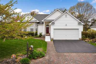 Holtsville Single Family Home For Sale: 16 Laurel Ln