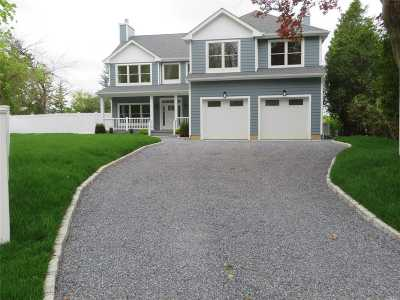 Northport Single Family Home For Sale: 22 Norfolk Dr