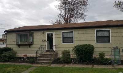 Lindenhurst Single Family Home For Sale: 73 E John St