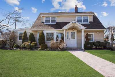 Levittown Single Family Home For Sale: 100 Jerusalem Ave