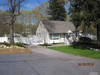 Yaphank Single Family Home For Sale: 577 Puritan Dr