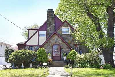 Merrick Single Family Home For Sale: 35 Brooklyn Ave
