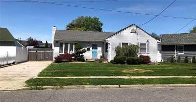 Babylon Single Family Home For Sale: 17 Bradish Ln