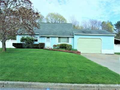 Medford Single Family Home For Sale: 3 Winged Foot Dr