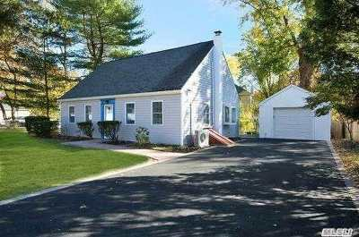 Dix Hills Single Family Home For Sale: 20 Seaman Neck Rd