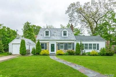 Great Neck Single Family Home For Sale: 12 Gloucester Ct