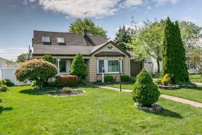Levittown Single Family Home For Sale: 50 Anvil Ln