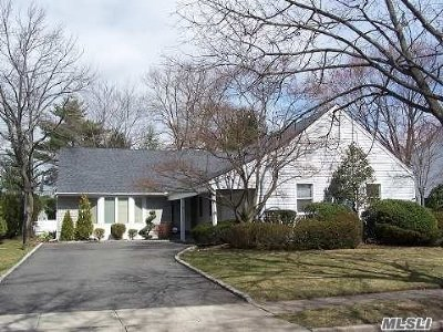 Woodbury Single Family Home For Sale: 50 Joyce Ln