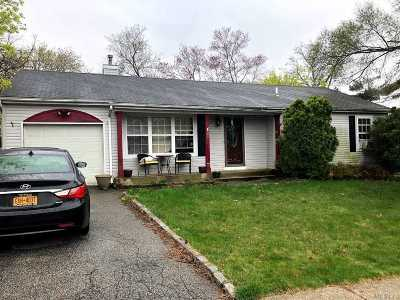 Central Islip Single Family Home For Sale: 25 Elm St