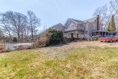 Patchogue Single Family Home For Sale: 87 Swan Lake Dr