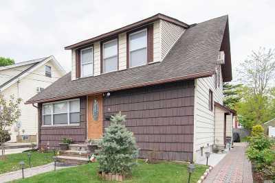 Freeport Single Family Home For Sale: 50 Leonard Ave