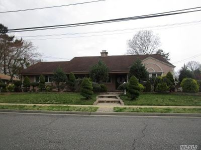 Freeport Single Family Home For Sale: 8 Tanglewood Ln