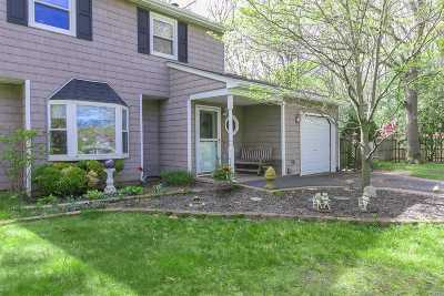 Selden Single Family Home For Sale: 22 Hope Ct