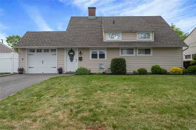 Wantagh Single Family Home For Sale: 6 Western Ln