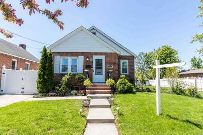 Fresh Meadows Single Family Home For Sale: 17004 Pidgeon Meadow Rd