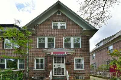 Jackson Heights Single Family Home For Sale: 33-26 88 St