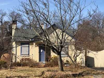 Oakdale Single Family Home For Sale: 364 Vanderbilt Blvd