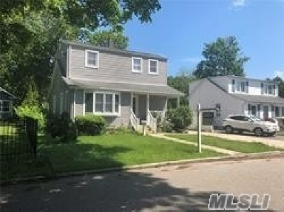 Islip Terrace Single Family Home For Sale: 49 Fairview Ave