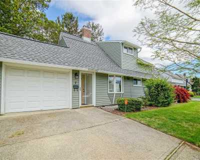 Hicksville Single Family Home For Sale: 7 Story Ln