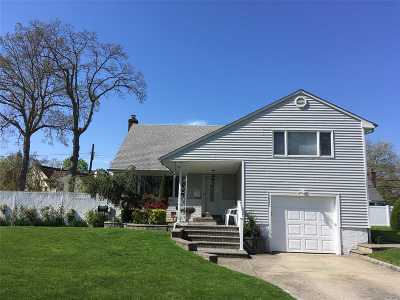 Seaford Single Family Home For Sale: 3945 Wolkow Ave