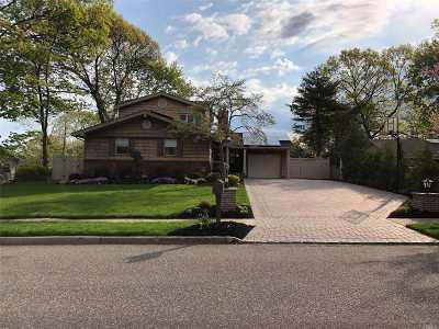Hauppauge Single Family Home For Sale: 11 Swan Ln