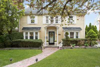 Douglaston Single Family Home For Sale: 121 Arleigh Rd