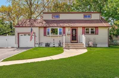 Lake Ronkonkoma Single Family Home For Sale: 28 Dennis Dr