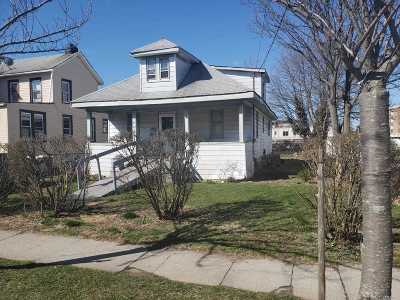 Freeport Single Family Home For Sale: 53 Harding Pl