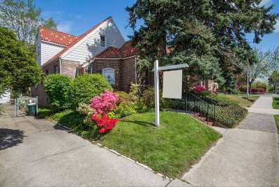 Fresh Meadows Single Family Home For Sale: 50-53 195th St