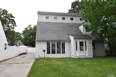 Valley Stream Single Family Home For Sale: 9 Pine Ln