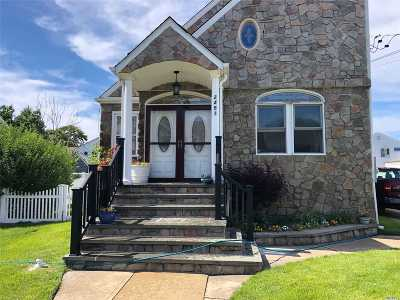 Bellmore Single Family Home For Sale: 2451 Joseph Ct