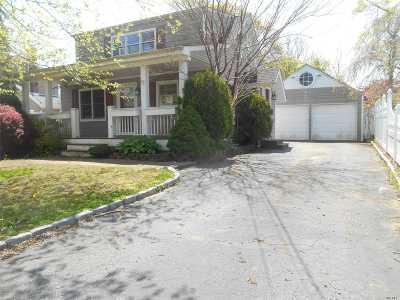 West Islip Single Family Home For Sale: 334 Oakwood Ave